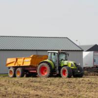 Traktor mit Dumper