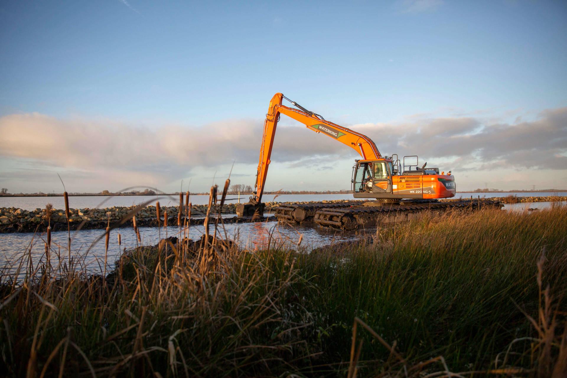 amphibious excavator WK 220